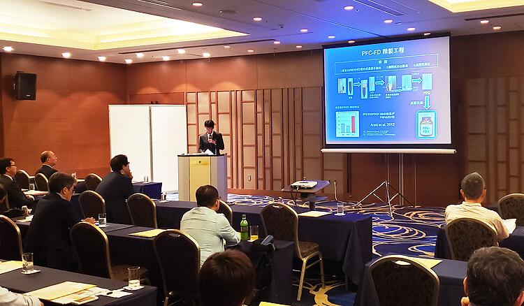 東京整形外科セミナーで講演する大鶴任彦医師